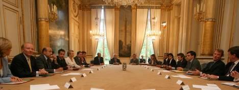 Bernard Kouchner : Sarkozy tourmente le PS !!