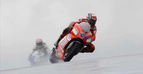 Casey Stoner assomme Valentino Rossi !