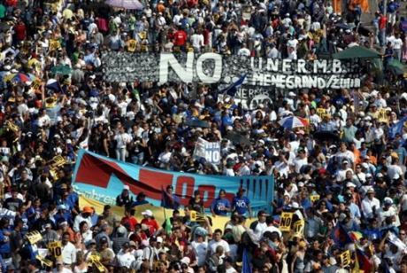 Caracas s'enflamme sous fond de réforme constitutionnelle