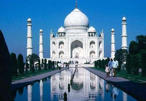 Sarkozy en Inde, Bruni en cuissardes