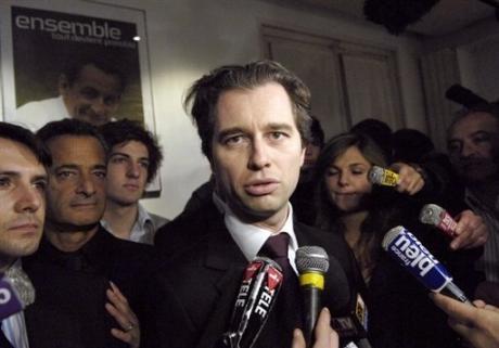 David Martinon prié de ne plus paraître à côté de sa seigneurie Sarkozy !
