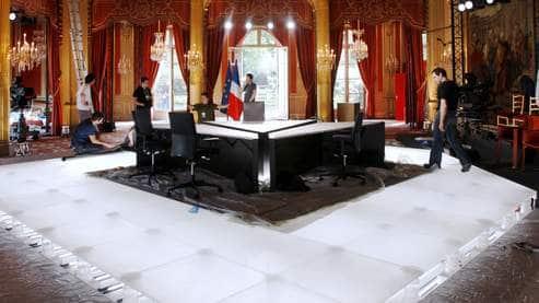 SARKOSHOW : Le président en gourou dogmatique crée la télévision d'ETAT !!
