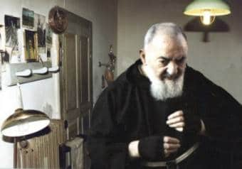 Padre Pio : Les stigmates…origine divine ou phénol ?