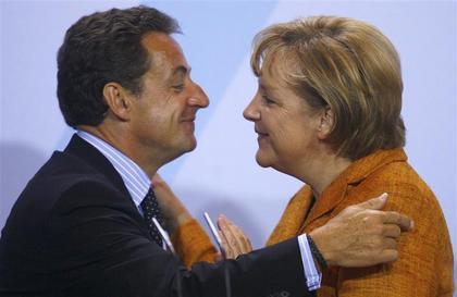 Le petit Nicolas déclare sa flamme…à Angel Merkel..ich liebe dich !!