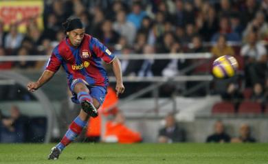 Ronaldinho .. Direction le MILAN AC !