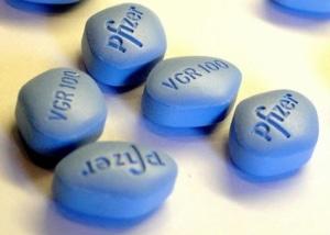 La CIA paie un chef afghan avec des petites pilules bleues…
