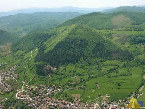 Pyramide de Bosnie: histoire d'une arnaque