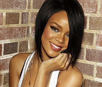 Rihanna, frappée par Chris Brown, présenterait des blessures sérieuses.