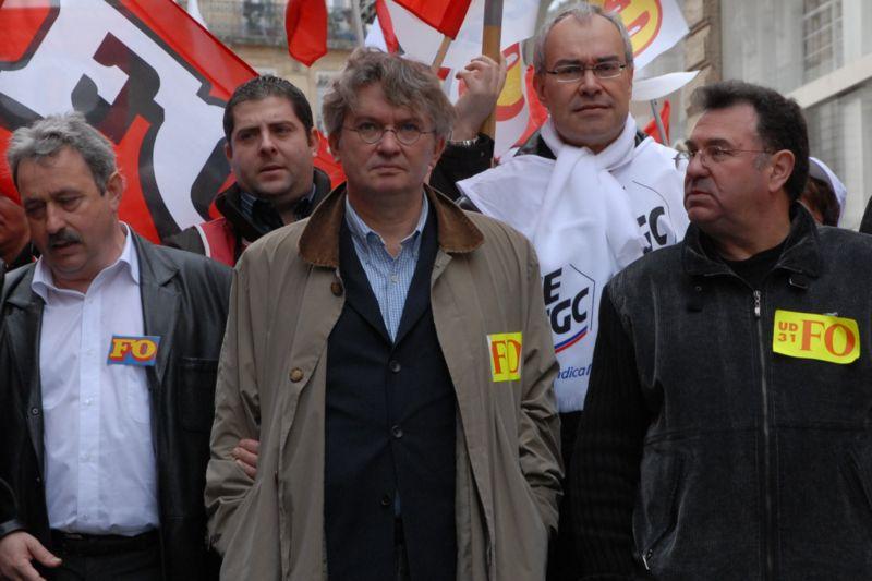 Les syndicats regonflés par l'amortisseur social français