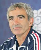 De l'eau dans le gaz entre Raymond Domenech et les joueurs de l' équipe de France ?