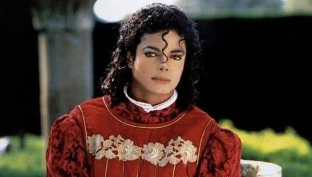 MICHAEL JACKSON : SA SŒUR ACCUSE SON ENTOURAGE !!!