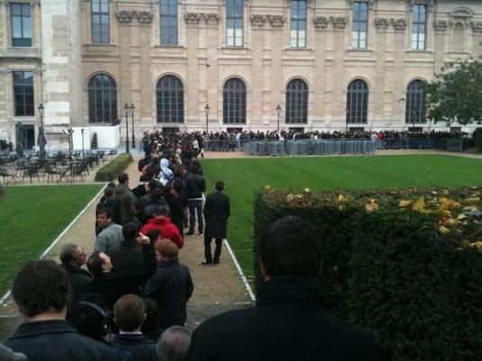 Le Carrousel du Louvre s'incline devant l'Apple Store !