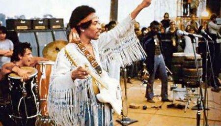 Jimi Hendrix : le nouvel album studio 40 ans après sa disparition!