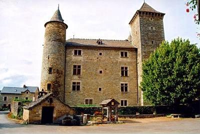 Saluons le château fort de St Saturnin de Tartaronne.