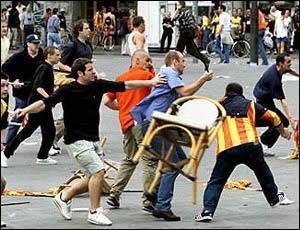 Violence dans les stades : fallait-il dissoudre les clubs de supporters ?