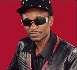 Oliver Ngoma range le micro …