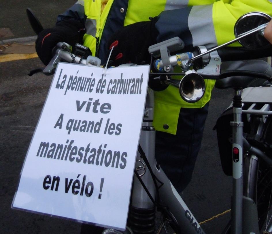 «les vieux au boulot…..»  Manif à VESOUL ce mardi 19 octobre