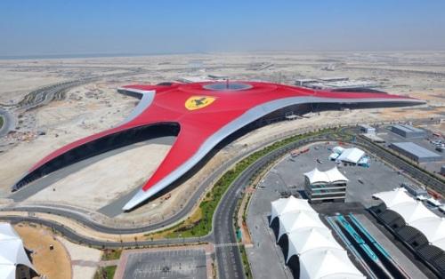 Ferrari World: ça décoiffe!