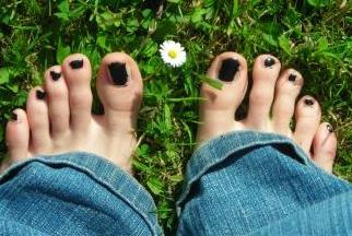 Marcher pied nu, c'est agréable et tendance.