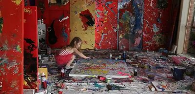Une fillette de 4 ans fait des toiles de 27 000 $.