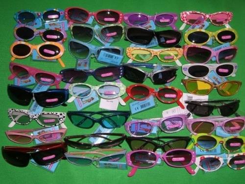 En vacances, les lunettes de soleil des enfants, tu ne dois pas oublier !