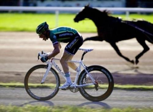 Le défi de Thomas Voeckler face à un cheval.