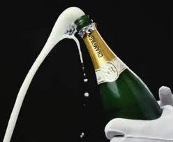 Pourquoi boit-on et douche-t-on le public au Champagne après une victoire?