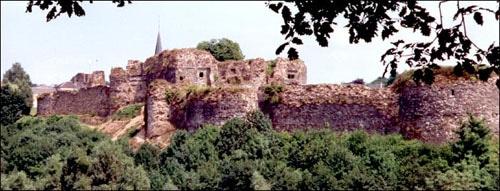 Montcornet en Ardenne et son château.