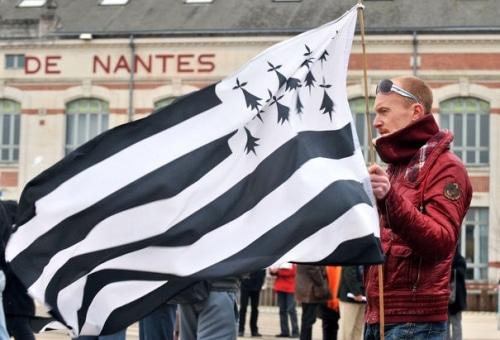Des querelles de régions concernant l'appartenance de Nantes.