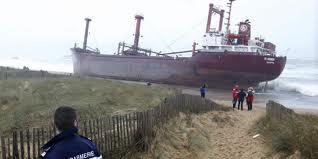 Du pétrole, du fioul sur les plages de Bretagne : du déjà vu ?