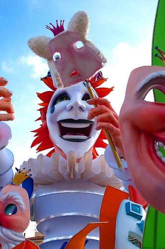 La période des carnavals commence en France.