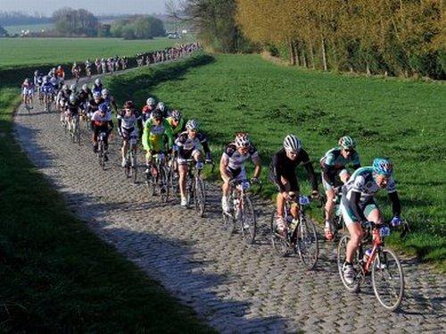La course cycliste Paris-Roubaix
