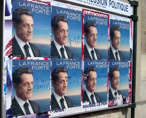 PHOTO de SARKOZY prise  sur les murs d'affichage  de St Germain en Laye