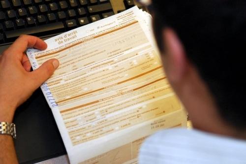 La Cour de cassation dit  qu'il est possible de travailler pendant un arrêt maladie.