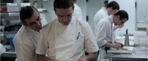 Critique du film-documentaire «Entre les Bras : la cuisine en héritage» de Paul Lacoste.