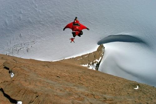 La pratique du wingsuit n'est pas sans risque.