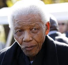 L'ancien président sud-africain Nelson Mandela est sorti  de l'hôpital