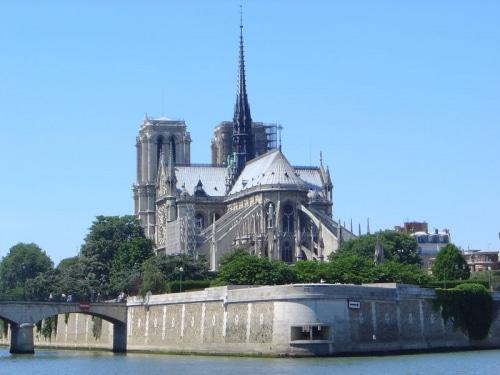 Des bâtiments de l'Église réquisitionnés pour accueillir les SDF ?