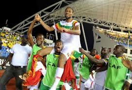 Le Mali en guerre entre en compétition
