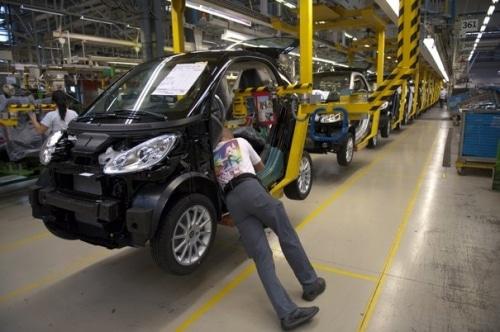 Regain d'embauches chez Renault et PSA