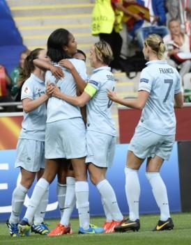 Football : Les Bleues en quarts de finale de l'Euro 2013
