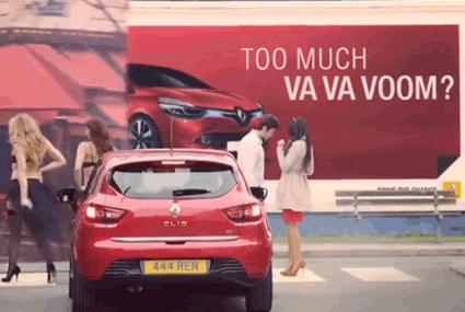 Renault utilise des hommes objets pour la pub de sa Clio