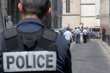 Aider les SDF « oui ». Détrousser les Français  « non »