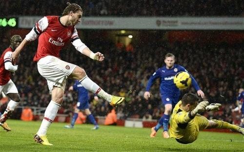 Premier League : Arsenal garde le cap, United chute encore
