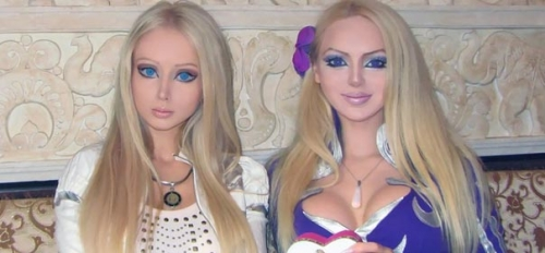 Les poupées vivantes : une ressemblance frappante
