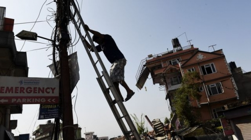 Népal : le réseau électrique fortement endommagé par le tremblement de terre