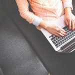 Quels sont les avantages à passer par un service de carte grise en ligne ?